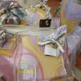 """Lo stilista Guglielmo Mariotto, per le sue bomboniere, firma le sue porcellane e cristalli con la famosa decorazione latina """"Omnia Vincit Amor"""", un classico detto latino il cui significato è […]"""